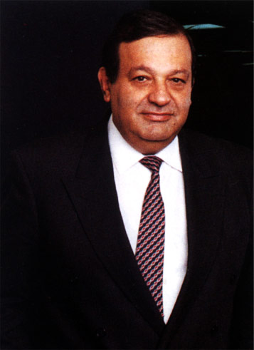 """carlos slim helú biography Carlos slim helú is the chief executive and the chairman of the giant telecommunications twin companies- américa móvil and telmex  born in mexico city to lebanese parents julián slim haddad and linda helú, carlos slim helú was ranked as the world's richest person from 2012-2013 and was popularly known as the """"warren buffet of mexico."""